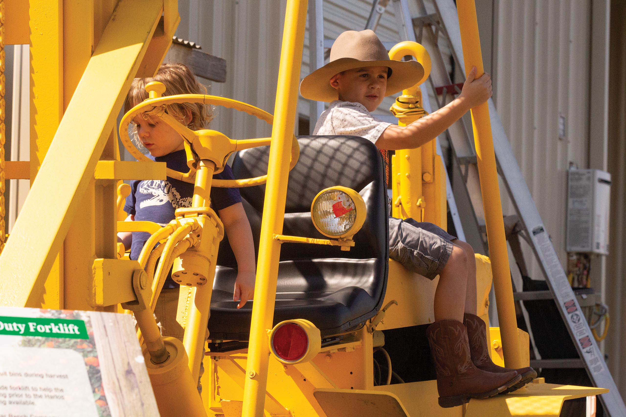 bi-ed-bobs_kids-on-tractor