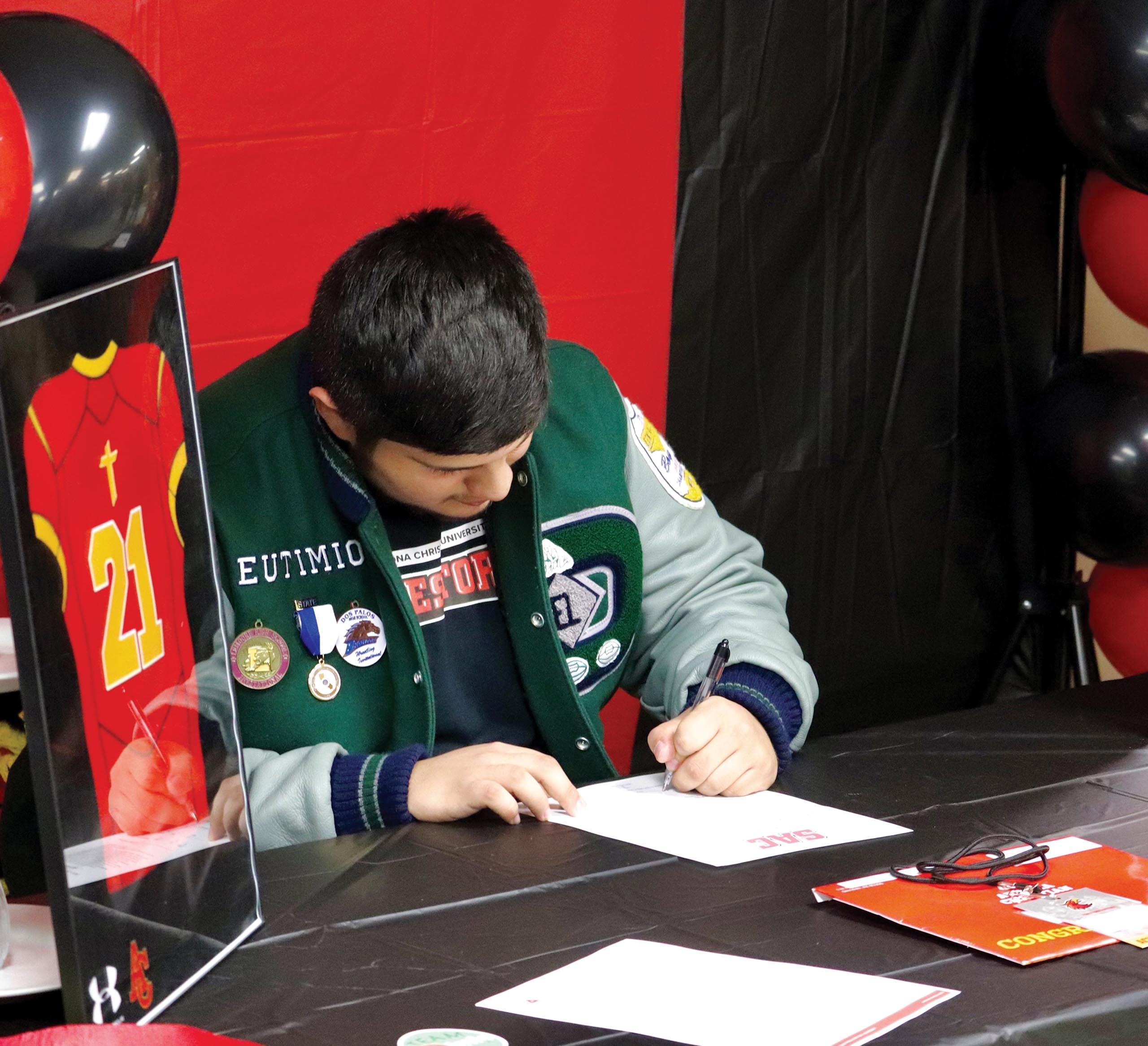sub-sports-eutimio-pena_signing