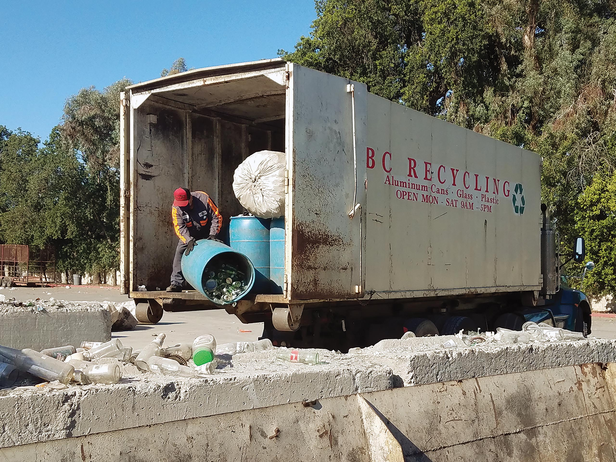 re-front-bc-recycling_unloading-containers
