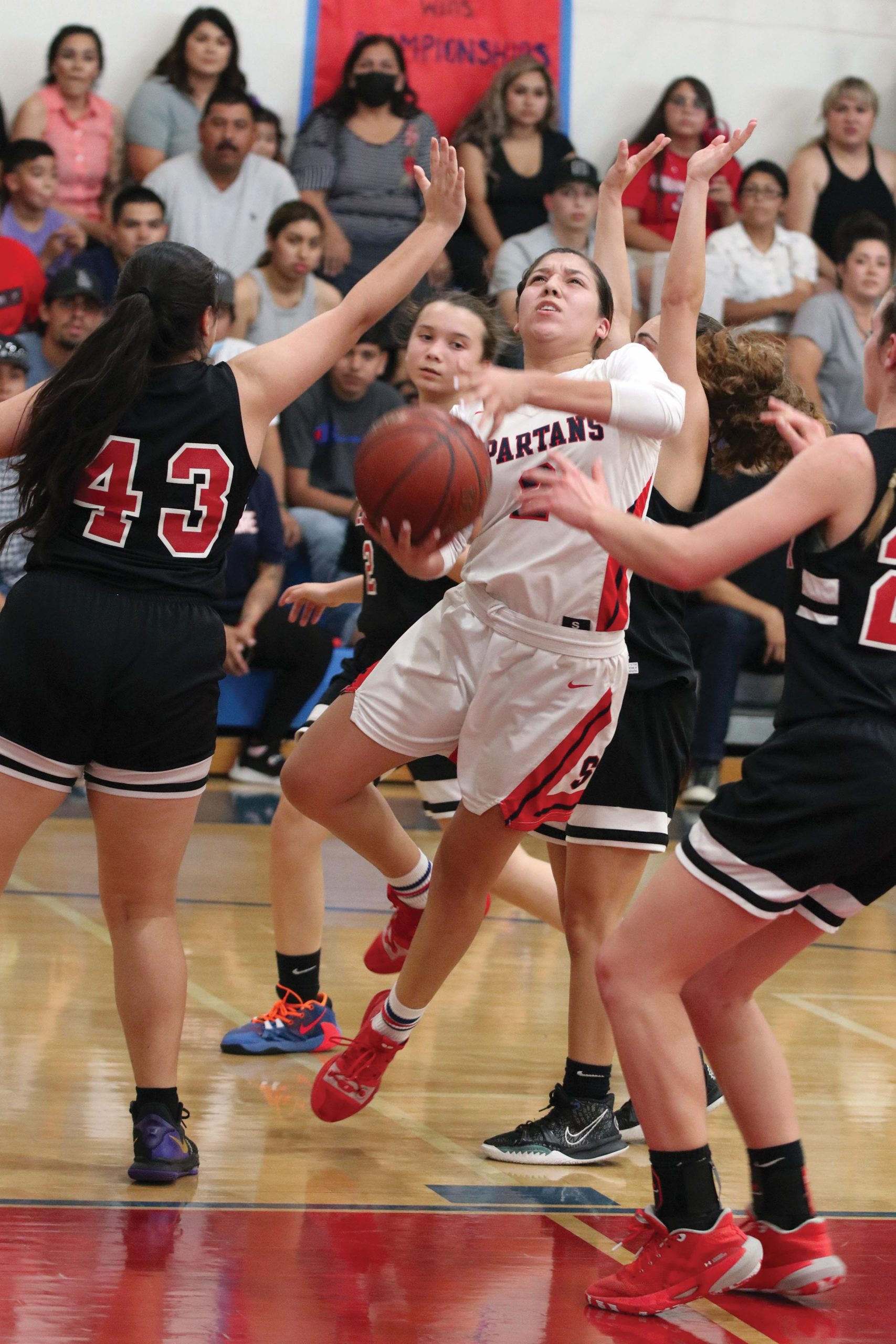 jj-sports-strathmore-regional-title_soto-contested-layup